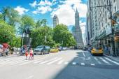 Yellow cabs in city streets — Stock Photo