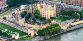 The Tower of London at dusk, aerial view — Stock Photo