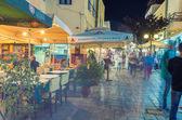 KOS, GREECE - JUNE 7, 2014: City streets at night in summer seas — Fotografia Stock