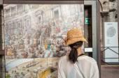 ROME - JUNE 14, 2014: Tourist visits Roman Colosseum interior. I — Stock fotografie