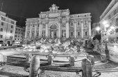Night colors of Trevi Square — Stock Photo