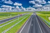 Straight interstate road with low traffic on a beautiful day — Stock Photo