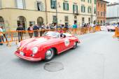 PISA, ITALY - MAY 16, 2015: Mille miglia competition car along c — Stock Photo