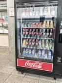 DUSSELDORF, GERMANY - MAY 4, 2015: Coca cola drink machine distr — Stock Photo