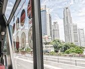 在美丽的夏天大街上新加坡-2008 年 7 月 12 日: 城市交通 — 图库照片