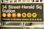 34th Street and Herald Square subway entrance sign - New York Ci — Stock Photo