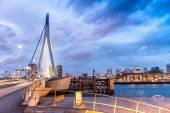 Роттердам-линия горизонта. Прекрасный вид после захода солнца — Стоковое фото
