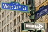 New York. 32nd street intersection sign in Manhattan — Stock Photo