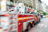 Blurred fast moving firefighters truck in New York City — Stock Photo