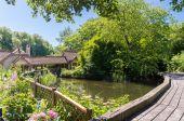 Wooden bridge in park — Stock Photo