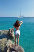Girl on rock looking to horizon — Stock Photo