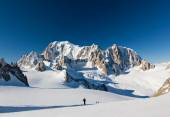 Ski mountaineers ascend the Vallee Blanche glacier. In backgroun — Stock Photo