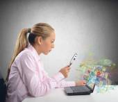 Businesswoman checks her system — Stockfoto