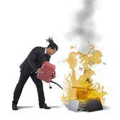Businessman burns computers — Stock Photo