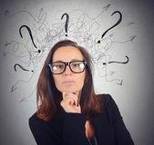 Manager businesswoman analyzes — Stock Photo