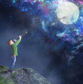 Child watching the moon — Stock Photo