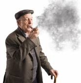 Old man smoking pipe — Stock Photo