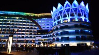 The building of luxury hotel in night illumination, Antalya, Turkey — Stock Video