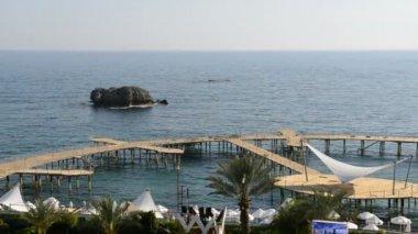 Panning of beach at the luxury hotel, Antalya, Turkey — Stock Video