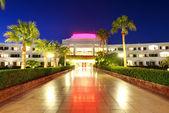 Pôr do sol e área de recreação do hotel de luxo, sharm el sheikh, — Foto Stock