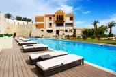 Swimming pool at luxury hotel, Sharm el Sheikh, Egypt — Stock Photo