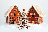 The hand-made eatable gingerbread houses and New Year Tree with  — Stock Photo