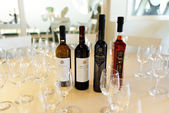 VOTHONAS, THIRA, GREECE - MAY 19:  The wines degustation in  Kou — Stock Photo