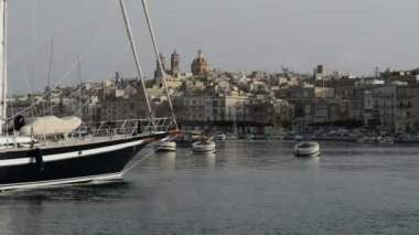 The cruise Luzzu boat swimms by and  yacht marina, Birgu, Malta — Стоковое видео