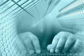 Hände auf der Tastatur — Stockfoto