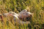 Woman lies on grass — Stockfoto