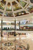 Shopping-Mall innen — Stockfoto