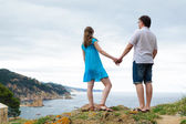 Couple stand near the sea — Stock Photo