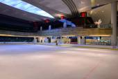 Ice-skating rink in shopping store in ShenZhen — Stock Photo