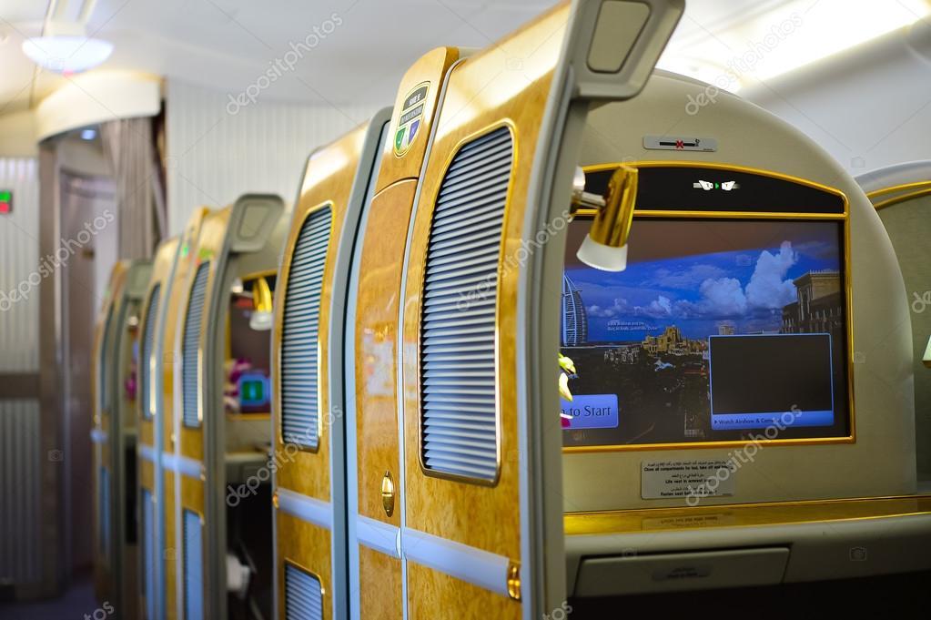 Emirates a380 airbus dentro fotografia de stock for Inside l interieur