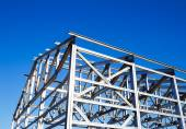 Metal frame of the roof against the blue sky — Стоковое фото