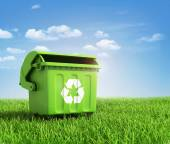 Green plastic trash recycling container ecology concept, with la — Foto Stock