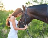Portrait beautiful woman with long hair next horse — Stock Photo
