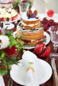 Dessert table for a party. Cake, cupcakes, sweetness and flowers — Stock Photo