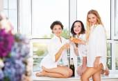 Bride to be and bridal friends holding glass with champagne — Foto Stock