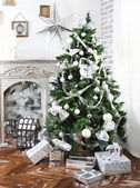 Daily interior decked out with Christmas tree and fireplace — Photo