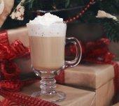 Hot chocolate under the Christmas tree — Foto de Stock