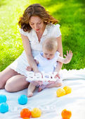 Happy mum and her Child playing in Park together — Stock Photo