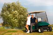 Young sportive couple playing golf on a golf course — Stockfoto