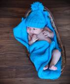Baby boy laying on blue blanket in the basket — Stock Photo