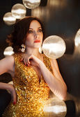Superstar woman wearing golden shining dress — Stock Photo
