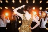 Superstar woman posing to paparazzi — Stock Photo