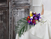Beautiful wedding bouquet in bride hand — Stock Photo