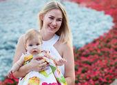Retrato de uma mãe e seu bebê — Fotografia Stock