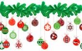 Seamless festive Christmas garland with fir and  balls — Wektor stockowy