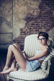 Mode porträtt av ung kvinna — Stockfoto